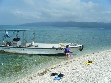 バラス島と船イルカ号